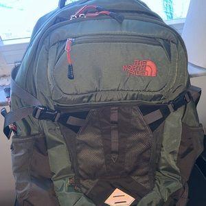 North face traveling bag Olive Green